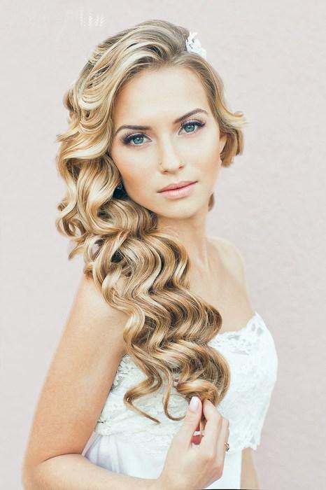 Свадебные прически на длинные волосы в одну сторону