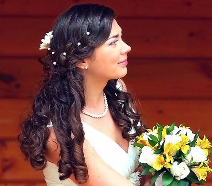 прически на праздник 2012 на длинные волосы